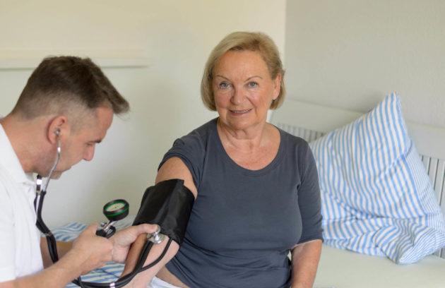 Przy nadciśnieniu tętniczym pacjenci mogą przez długi czas nie zauważać objawów.